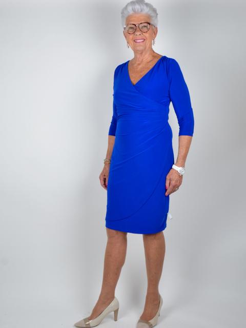 Ovan  Klänning i kornblått från Joseph Ribkoff. Kommer snart i webbutiken. 65a5183a12fe8