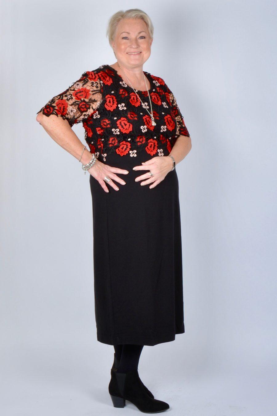 2d8a0ff9d664 Mitt tips är att lägga ner lite extra energi på årets utstyrsel. Välj en  vacker klänning som du kan klä upp eller ned beroende på tillfälle.