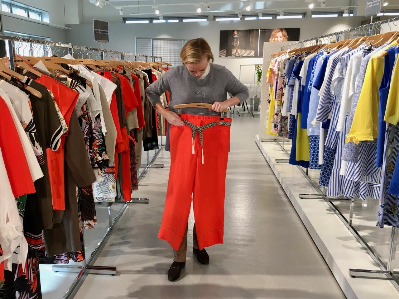840c043394b2 I fredags var min syster Louise och jag på inköp hos Gerry Weber i  Köpenhamn för att köpa kläder för sommaren 2019. Vi valde linnekläder,  klänningar, ...