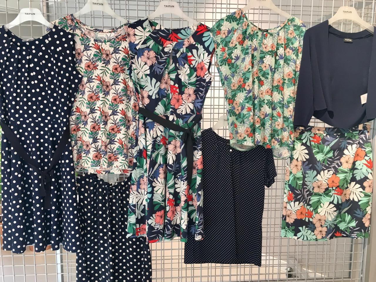70b8233ffe4b Samoon, Gerrys märke för storlek 40-50, visade ett härligt mönster som vi  köpte både i topp, byxa och klänning.